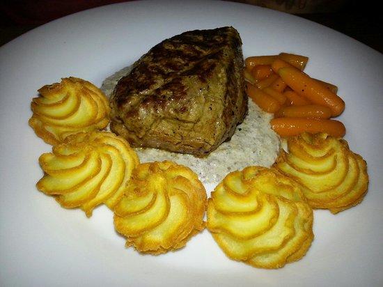Zinfandel Food & Wine Bar: The steak with dutchess potatoes (dinner menu)