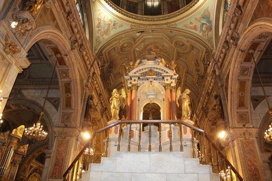 Catedral Metropolitana de Santiago: Rico interior da Catedral