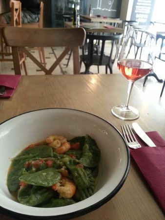 Zinfandel Food & Wine Bar: Green seafood pasta