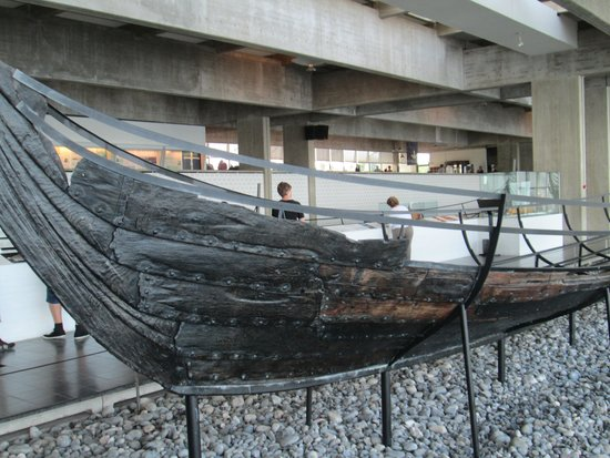 Museo de Barcos Vikingos: Viking ship - just one of many in the museum