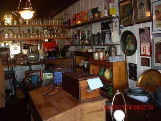 Hal & Kathy's Cook House: inside diner