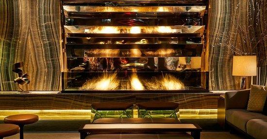 Paramount Hotel New York: Lobby Fireplace
