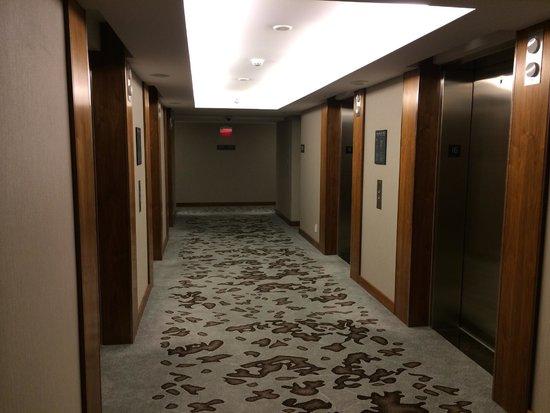 Fairmont Pacific Rim : elevator hall