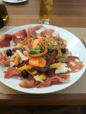 Pinocchio's Restaurant: Italiano Anitpasto
