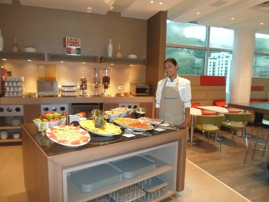 Hampton by Hilton Cali, Colombia: paulian del desayuno