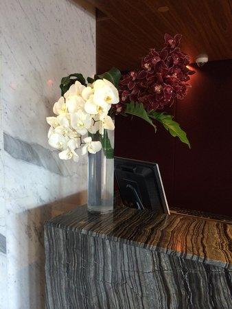 Fairmont Pacific Rim : Floral display at reception
