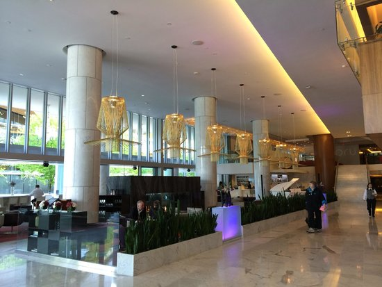 Fairmont Pacific Rim : lobby