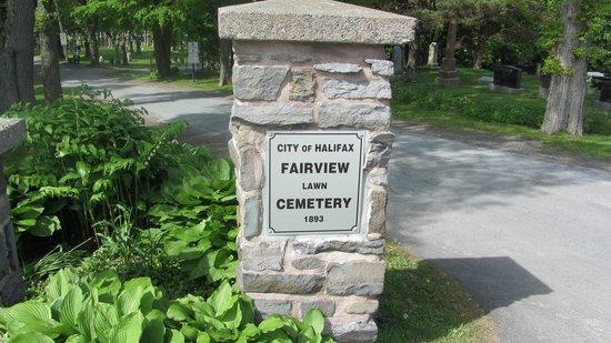 Fairview Lawn Cemetery: Indgang til kirkegården