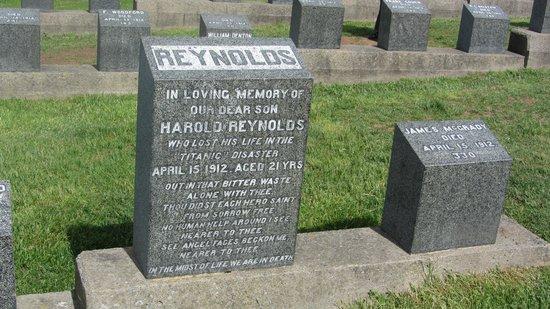 Fairview Lawn Cemetery: Titanic`s forlis
