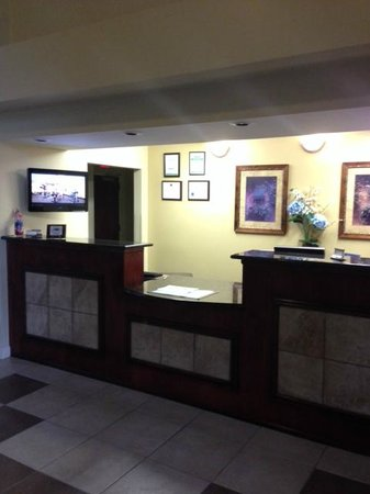 Best Western Yadkin Valley Inn & Suites: Front desk