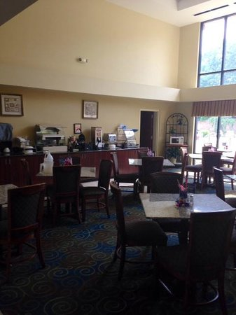 Best Western Yadkin Valley Inn & Suites: Breakfast area
