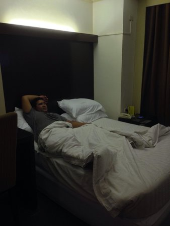 Mango Park Hotel: Yellow-ish blankets :(