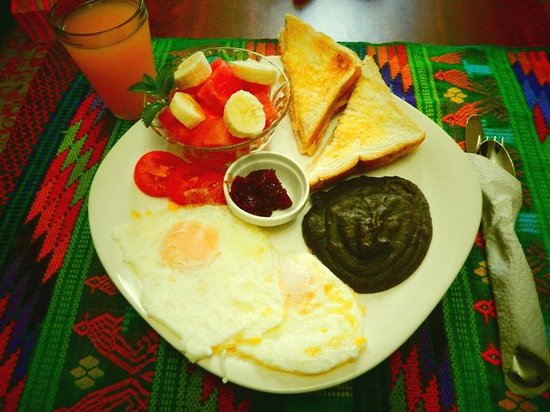 Casa Las Canchitas Bed and Breakfast: Enjoy one of our breakfast options like deluxe with fresh fruit. Breakfast included!