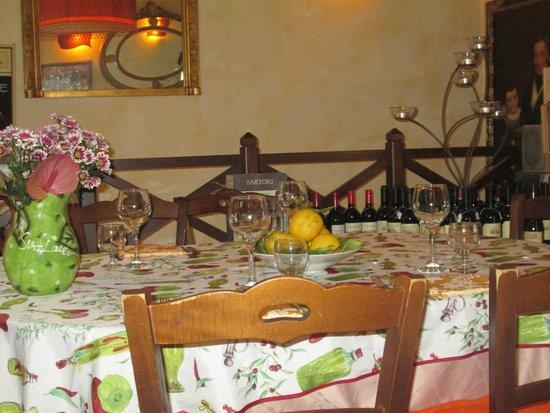 Osteria del Pegno: Tavolo tipico