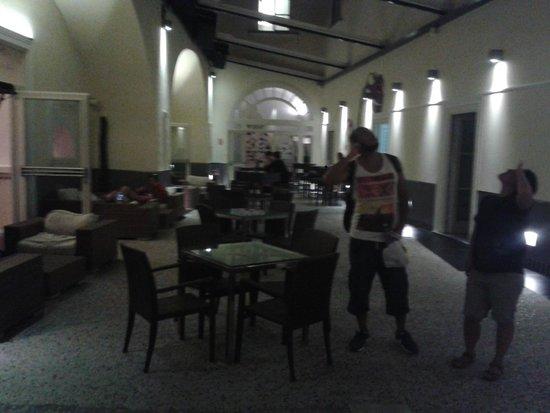 Seven Hostel : Reception Area