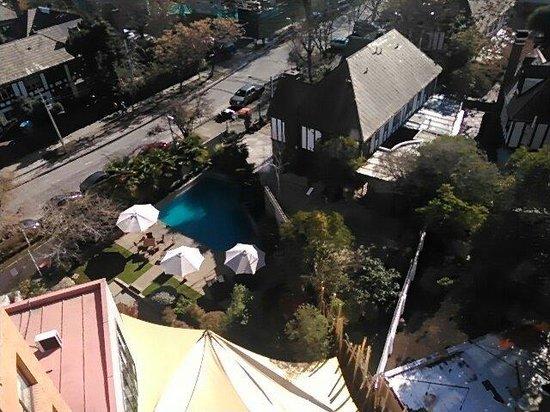 Director Hotel - Vitacura : Vista desde el 9 no piso a la piscina