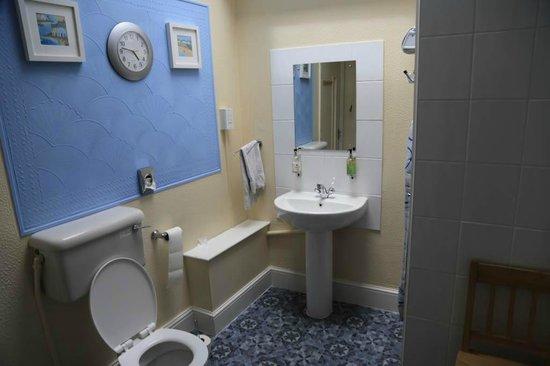 Blakeney Guest House: bathroom