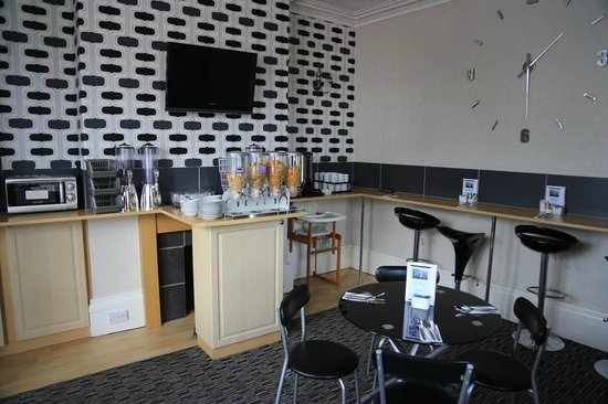 Blakeney Guest House: dining