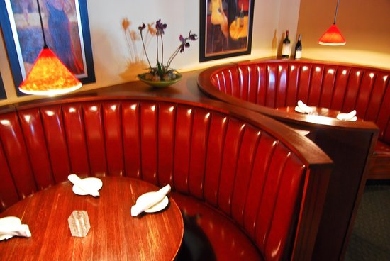 Exceptionnel Bellinis Italian Eatery: Round Booth Seating