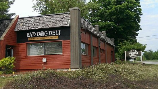 Bad Dog Deli: Watch for Peninsula Grille sign - can't see Bad Dog sign from one direction