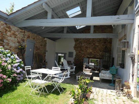 Ferme Elhorga: patio