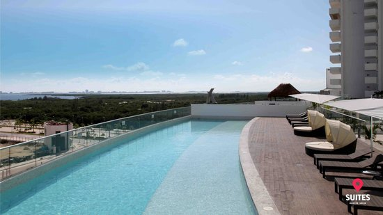Suites Malecon Cancun: Alberca