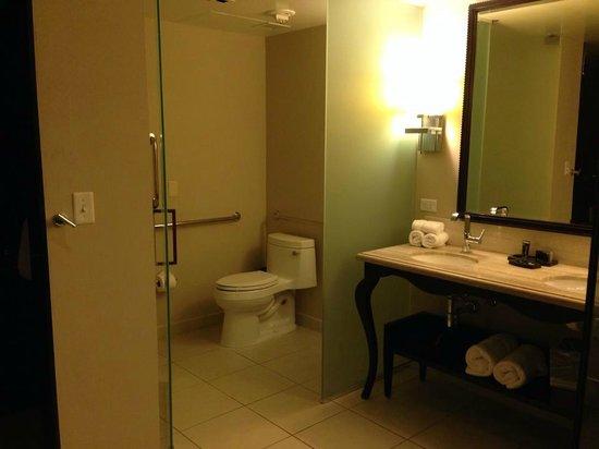 Hard Rock Hotel and Casino: bathroom vanity