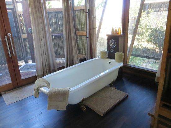 Lebala Camp - Kwando Safaris: bath