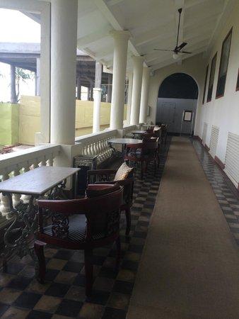 Galle Face Hotel Colombo: тераса отеля