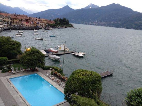 Grand Hotel Menaggio: Vue sur la piscine