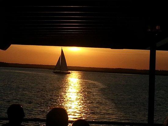 Vagabond Cruise: sunset dinner cruise