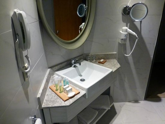 SENTIDO Marina Suites- Adult Only: bathroom sink