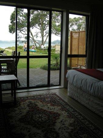 Beachfront Resort: Terrace leading directly to beachfront