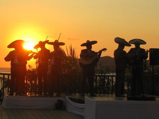 Club Med Ixtapa Pacific : Pre-Dinner sunset & music