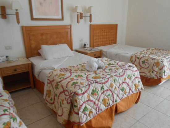 Sunrise Diamond Beach Resort: room