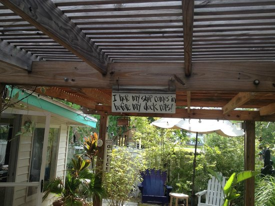 Mango Street Inn: Commons area, great place to relax.