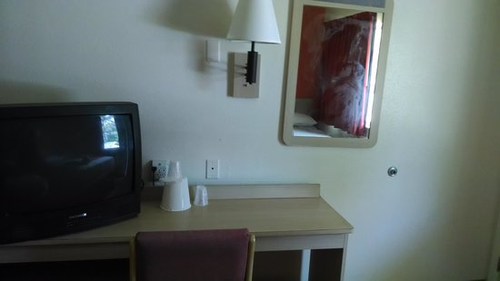 Motel 6 Williamsburg: TV and desk.  The chair had been gnawed thanks to some previous canine tenant.