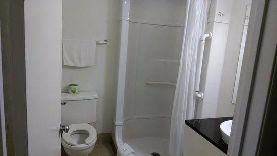 Motel 6 Williamsburg : Shower