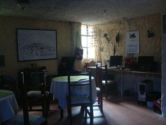 Hostal Llanovientos : Area con computadoras