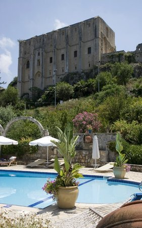 Hotel Bellapais Gardens: Pool view of the monastery