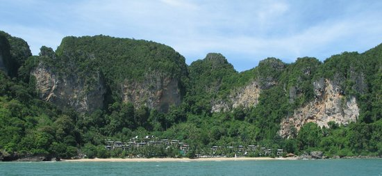 Centara Grand Beach Resort & Villas Krabi: Coming into the resort