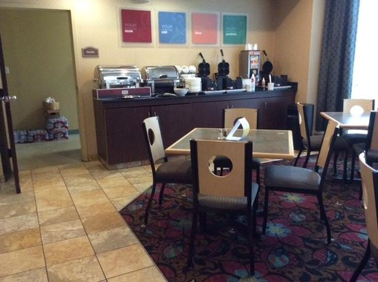 Holiday Inn Express & Suites Downtown Buffalo: Breakfast room