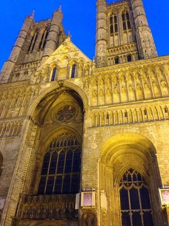 The White Hart : Lincoln Cathedral at night
