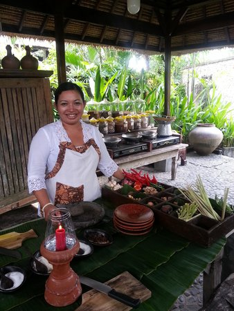 Hotel Tugu Bali : Chef Sri of the cooking class