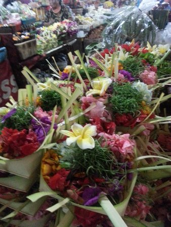 Hotel Tugu Bali : Hindu offerings in the market but Tugu makes their own