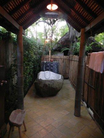 Hotel Tugu Lombok : Stone bath