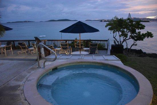 Gallows Point Resort: hot tub