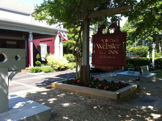Dan'l Webster Inn & Spa: Front of Inn