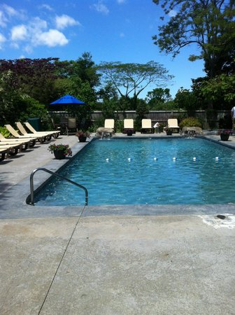 Dan'l Webster Inn & Spa: Beautiful Pool / Hot Tub area