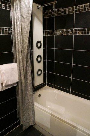 Hotel Paradis : salle de bain